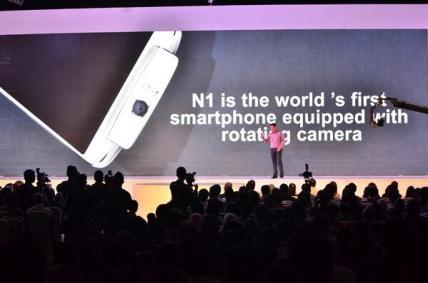 Sob, inilah OPPO N1. Smartphone pertama dengan kamera putar yang menawan