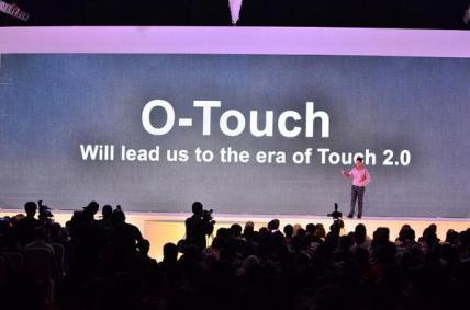 presentasi tentang O-Touch pada N1, layar sentuh belakang pertama di dunia
